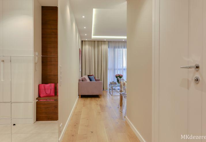 Aranżacja przytulnego mieszkania w beżach i bielach.