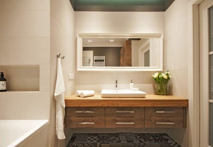 architekt_wnetrz_warszawa_łazienka_z_drewnianym_blatem